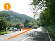 国道135号線、頼朝ライン方面より熱海自然郷第1入口を左折